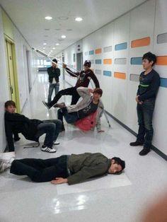 Shinhwa shares hilarious selca #allkpop #Shinhwa ㅎㅎㅎㅎ 신화 오빠들 오랜만이네요ㅋㅋㅋ