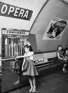 "my-retro-vintage: ""Metro station, Paris "" Robert Doisneau, Old Pictures, Old Photos, Vintage Photos, Travel Pictures, Paris Photography, Vintage Photography, Photography Illustration, Street Photography"