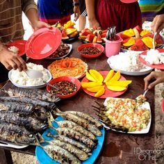 LUNCH IS SERVED. Grilled fish, rice, and fresh fruits. Lunch while sland-hopping in Palawan