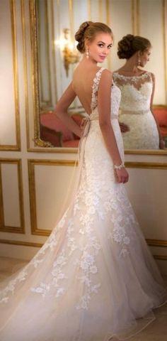 ...that wedding dress is beautiful & the model looks like a young shirley jones...