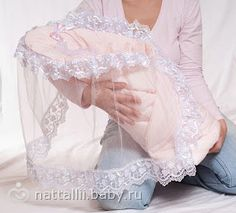 Do-it-yourself-Umschlag - Suche in Goo . Idee Cadeau Baby Shower, Baby Knitting, Crochet Baby, Diy Crafts Knitting, Baby Sheets, Lace Booties, Baby Shower Dresses, Heirloom Sewing, Baby Crafts