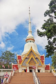 Temple at Khao Takiab Hill, Hua Hin in Thailand what to see and do in and around Hua Hin