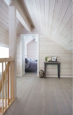 Valkoista ja pastelleja - White and Pastels The Style Files Kuvat: Gro Saevik Moderni koti - A Modern Home Kli. White Washed Pine, White Wash Walls, Sleeping Loft, Cottage Interiors, Home Hacks, House In The Woods, Log Homes, My Dream Home, House Design