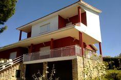 Ideas de #Exterior, Porche, Terraza, estilo #Contemporaneo color  #Rojo,  #Beige,  #Blanco, diseñado por AIMA Estudio  #CajonDeIdeas