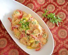 La cantidad justa de especias se combina con suaves cremosas patatas, pimientos crujientes y fragante albahaca.