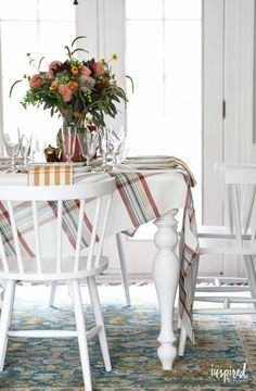 White Dining Set ~ Mary Wald's Place - Stylish Fall Decor Ideas for Your Dining Room Classic Home Decor, Fall Home Decor, Autumn Home, Home Decor Trends, Dining Room Colors, Dining Room Lighting, Dining Rooms, Winter Living Room, Living Room Decor