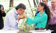 """A ex-senadora Marina Silva, que apoiou o senador Aécio Neves (PSDB-MG), disse que o fez porque não tinha conhecimento do envolvimento do político mineiro em tantas denúncias de corrupção; """"Nenhuma dessas denúncias estavam postas naquela oportunidade para a maioria dos candidatos. Se o que está revelado hoje estivesse no cenário, com certeza, as decisões tomadas seriam outras decisões"""", disse ela"""