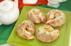 Clique e veja a receita de Rosquinha de limão! Também veja dicas de como fazer Rosquinha de limão com ingredientes deliciosos e se tornar um verdadeiro chef de cozinha!