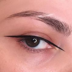 8 Easy Minimal Eye Makeup Looks That Will Turn Heads Looking to spice up your makeup routine and turn heads? Check out these super easy minimal eye makeup looks that will certainly impress! Crazy Make Up, Make Up Looks, Eye Makeup, Makeup Tips, Hair Makeup, Makeup Ideas, Makeup Inspo, Makeup Inspiration, Braut Make-up