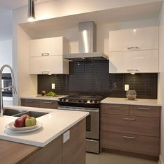 Contemporary style kitchen with melamine drawers and wall cabinets in therm . Kitchen Dinning Room, Condo Kitchen, Ikea Kitchen, Home Decor Kitchen, Kitchen Interior, Home Kitchens, Kitchen Remodel, Kitchen Upgrades, Küchen Design