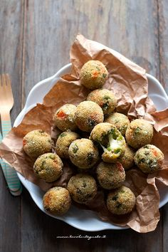 Vegetable Meatballs (baked and fried) Delicious recipe for children and not only! Vegetarian Meatballs, Quick Vegetarian Meals, Vegetarian Cooking, Cooking Recipes, Cooking Lamb, Vegetarian Lunch, Healthy Recipes, Vegan Burger Recipe Easy, Cooking Spaghetti