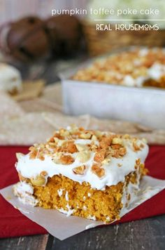 PUMPKINT TOFFE POKE CAKE is ready to give your usual #pumpkin pie a run for its money! #cake {permalink}