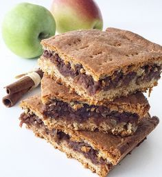 Vegan Peanut Butter Banana Brownies, a delicious made from scratch vegan ooey-gooey brownie that is loaded with peanut butter, chocolate, and bananas! Healthy Deserts, Healthy Cake, Healthy Baking, Banana Brownies, No Bake Brownies, Raw Food Recipes, Sweet Recipes, Baking Recipes, Raw Carrot Cakes