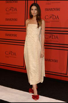 Stunning! Lily Aldridge, in The Row. #classicstyle #CFDAwards