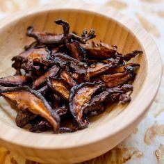 """Make this vegan """"bacon"""" from shiitake mushrooms!"""