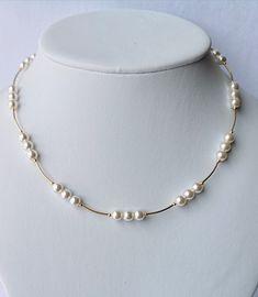 Some tips for choosing diamond earrings - Fine Jewelry Ideas Delicate Jewelry, Pearl Jewelry, Bridal Jewelry, Jewelry Necklaces, Beaded Necklace, Long Necklaces, Glass Jewelry, Jewellery, Dangly Earrings