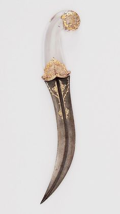 Rosalind, surprised, glanced down at the dagger in her hand. It was beautiful, far too beautiful to be rusted red with killing. Story Inspiration, Character Inspiration, Elf Rogue, Draw Tips, Olgierd Von Everec, Wrath And The Dawn, Gold Aesthetic, Knife Aesthetic, Desert Aesthetic