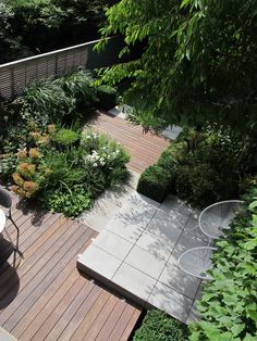 Modular layouts to break up a space and to create different zones. The main planting bed here creates the space for the majority of planting. Giving you the depth create a big planting bed.