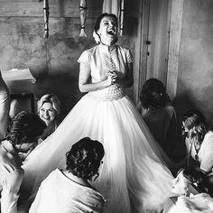 Долго мы мучались вопросом о том, постить или нет черно-белые фотографии. И решили, что да! :) чб это классика и накоторые фотографии так здорово смотрятся в чб! Как, например, этот яркий момент сборов нашей Лиды со свадьбы в Италии! А что вы думаете о чб в инстаграмме? Как к этому относитесь? Очень интересно:) muah @svetlana_shayda