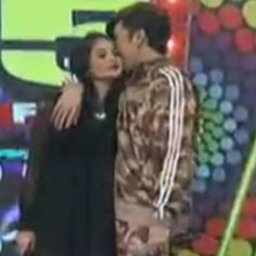 Sweet Kiss From Tatay @praybeytbenjamin kay nanay @La Farme / Anne Curtis-Smith ! Much Love!