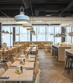 Image 5 of 33 from gallery of Clarion Hotel Air / KAP. Photograph by Sindre Ellingsen Cool Restaurant Design, Restaurant Seating, Restaurant Lighting, Cafe Restaurant, Cafe Interior, Office Interior Design, Cafeteria Design, Hotel Lobby Design, Shop Interiors