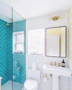 Bathroom Decor themes Fish scale tile turquoise bathroom beach home Beach House Bathroom, Beach Theme Bathroom, Beach Bathrooms, Master Bathroom, Small Bathroom, Turquoise Bathroom Decor, Fish Bathroom, Vintage Modern, Modern Rustic