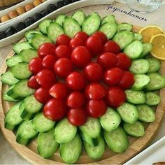 Veggie Platters, Party Food Platters, Veggie Tray, Food Trays, Appetizer Recipes, Appetizers, Food Carving, Food Garnishes, Food Decoration