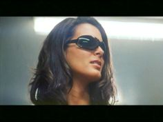 Harmon as Ronica Miles in Agent Cody Banks Cody Banks, Angie Harmon, American Series, Dark Hair, Beautiful Women, Actresses, Glasses, Celebrities, Female Actresses