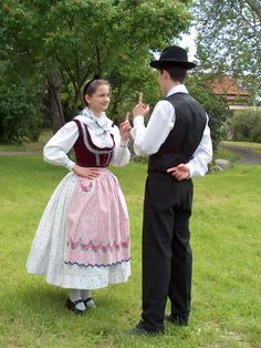 Jugendtrachtenverein Banater Rosmarein Temeswar; Ansamblul folcloric german Timisoara. Kerweitracht aus Wolfsberg