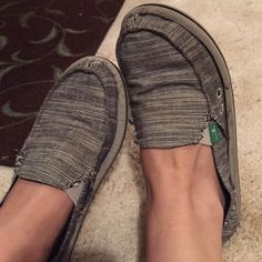Sanuks sanuk shoes! definitely worn but good price Sanuk Shoes