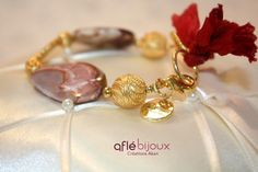 Lovely bracelet made of agates, red silk, gold plated 925 silver beads, Akan gold weight.  #aflebijoux #bijoux #jewelry #etsy