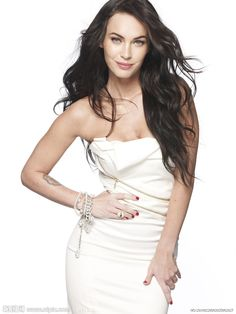 Megan Fox con vestido blanco
