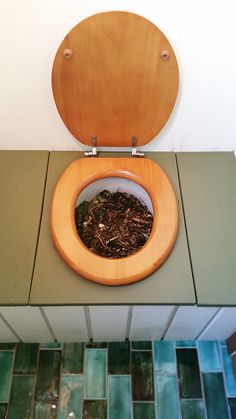 Bucket Toilets: Our Verdict (and advice) after a year of using ours...This actually sounds like a really cool no-water toilet option...