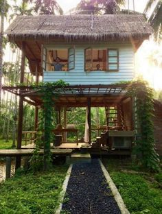 95 Adorable Farmhouse Cottage Design Ideas And Tiny House Decor Ideas Thai House, Rest House, House In The Woods, Cottage Design, Tiny House Design, Bamboo House Design, Bahay Kubo, Jungle House, Backyard House