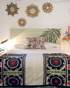 August Mallorca Interior Exterior, Interior Design, Sunburst Mirror, Leaving Home, Sweet Home, Bedroom Decor, Shabby, Tapestry, Blanket