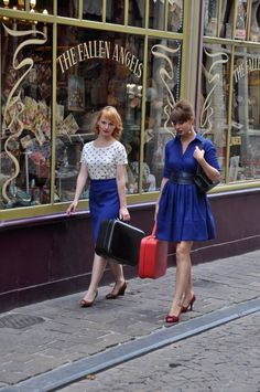 Found this great dress on Etsy.  I love the whole photo. Love the blue!