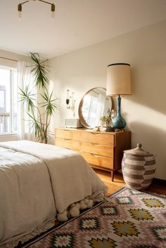 """A San Francisco Boho Beach Rental Apartment Interior designer Christina Higham's fiancé Daniel works from home AND is an avid surfer. So their small San Francisco rental's home office is called """"The Board Room. Apartment Chic, Apartment Therapy, Beach Apartment Decor, Apartment Goals, Apartment Interior, Apartment Ideas, Bohemian Apartment, Apartment Door, Bohemian Interior Design"""