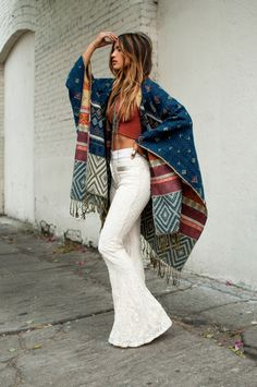 10 Tips To Add Some Bohemian Style Into Your Wardrobe ╰☆╮Boho chic bohemian boho style hippy hippie chic bohème vibe gypsy fashion indie folk outfit╰☆╮ Looks Hippie, Look Hippie Chic, Estilo Hippie Chic, Estilo Indie, Look Chic, Modern Hippie Style, Boho Looks, Bohemian Chic Fashion, Indie Fashion