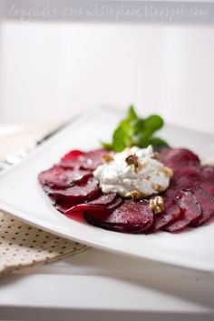 White Plate: Carpaccio z buraków White Plates, Beets, Panna Cotta, Ethnic Recipes, Food, Dulce De Leche, White Dinner Plates, Essen, Meals