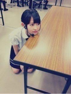 乃木坂46 (nogizaka46) ito marika so dorky ~ waiting for a food ^^; http://blog.nogizaka46.com/marika.ito/2012/10/007799.php