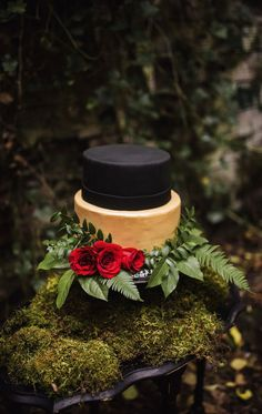 A darkly romantic gothic wedding shoot inspired by Edgar Allan Poe Snow White Wedding, Black Wedding Cakes, Fall Wedding Cakes, Red Wedding, Elegant Wedding, Gothic Wedding, Black Weddings, Wedding Bells, Black And Gold Cake