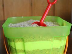 Sandpudding sieht witzig aus und schmeckt einfach köstlich. Entdecken Sie dieses und viele weitere Funfood-Rezepte bei EAT SMARTER!