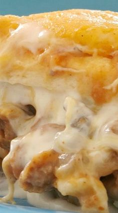 Baked Burrito Casserole: This easy casserole recipe is filled with ground beef and loaded with cheese. It's a one dish meal your family will love. Hamburger Recipes, Meat Recipes, Mexican Food Recipes, Cooking Recipes, Crockpot Recipes, Yummy Recipes, Chicken Recipes, Dinner Recipes, One Pot Dinners