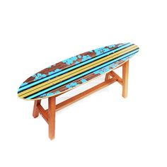 Aqui está uma ótima peça para sua casa, loja ou jardim. Uma peça de decoração exclusiva e contemporânea.  Com formato de prancha de surf, esse banco é uma peça pensada para atrair amantes ou admiradores tanto do surf como do skate.