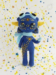 Milky is the starry baby with winged heart who's dreaming about space flights ☄️ Crochet Fairy, Crochet Dolls, Kawaii Crochet, Cute Crochet, Amigurumi Patterns, Crochet Patterns, Aliens, Crochet Monsters, How To Start Knitting