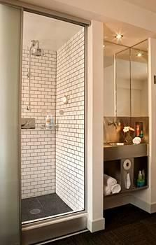 pod hotel bathroom new york Nyc Hotels, Hotels And Resorts, Subway Tile Showers, Flat Ideas, Hotel Interiors, Hostel, Tall Cabinet Storage, Small Spaces, Living Spaces