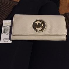 REDUCED! MICHAEL KORS WALLET Brand new never used Michael KORS wallet! Slight imprint on the top left corner (shown in last photo) Tag still attached and no other damages to the wallet! Make an offer SORRY NO TRADES ON THIS ITEM PLEASE, thank you! Michael Kors Bags Wallets