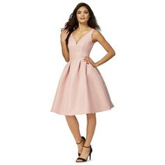 This fit and flare dress by Chi Chi combines contemporary details with a classic design. Perfect for weddings and special occasions alike, it features an elegant V neckline and a chic cut-out at the back. Complete with a pleated skirt, it can be paired with strappy heels and a sleek clutch for a stylish evening look.