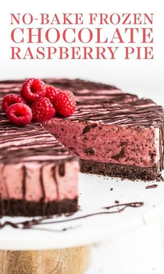 No Bake Frozen Chocolate Raspberry Pie features a chocolate graham cracker crust, creamy chocolate raspberry filling, and is topped with more chocolate! Easy recipe! Perfect refreshing summer treat. #nobakepie #frozenpie #chocolate #raspberry Ice Cream Desserts, Köstliche Desserts, Best Dessert Recipes, Frozen Desserts, Summer Desserts, Chocolate Desserts, Delicious Desserts, Raspberry Dessert Recipes, Raspberry Recipes Frozen