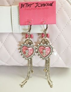 <3 Betsey Johnson earrings <3